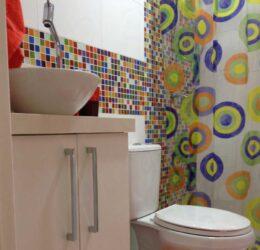 revestimento em reforma de banheiro de criança