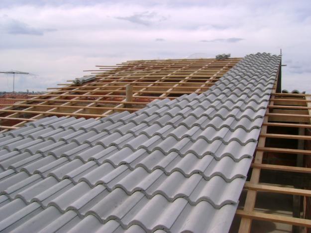 Conheça vantagens e desvantagens da telha de concreto