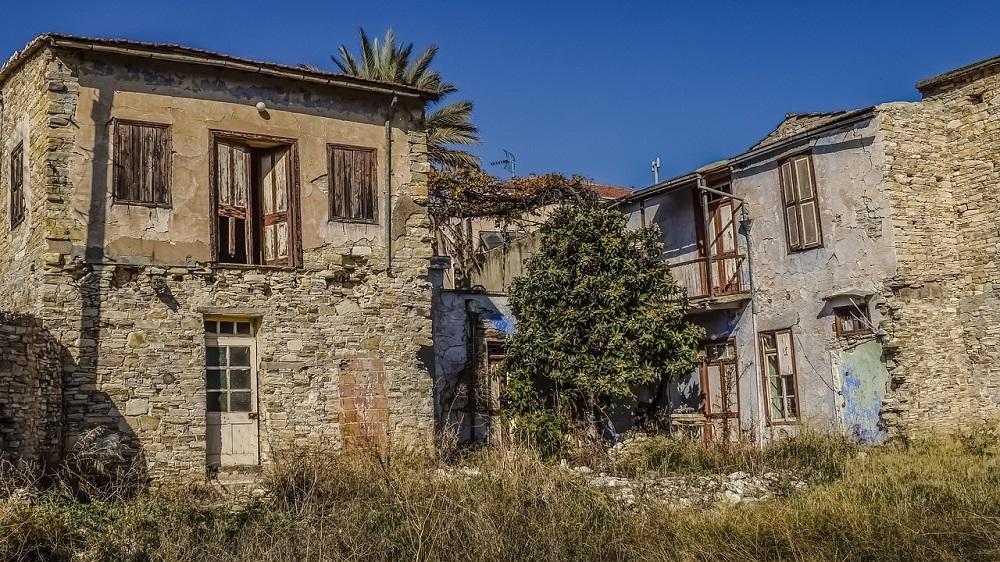 Quais cuidados devo tomar para reformar casa antiga?