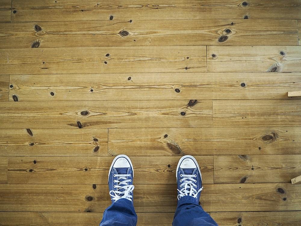 4 dicas práticas para limpar piso laminado sem danificá-lo
