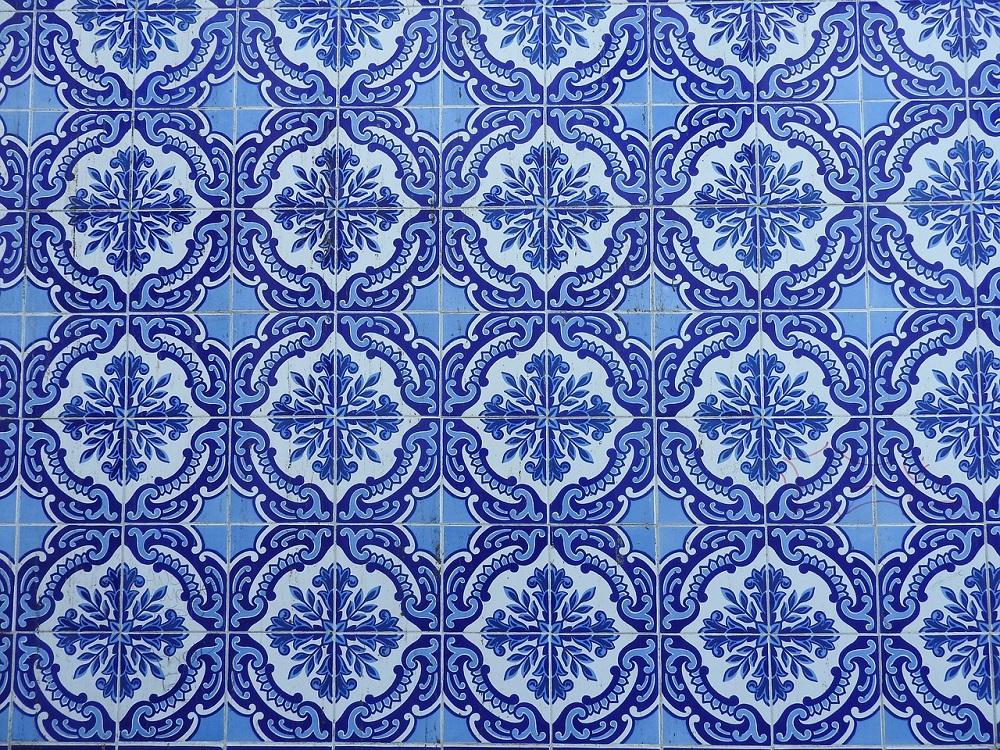 O que fazer para mudar visual do ambiente escondendo azulejos antigos?
