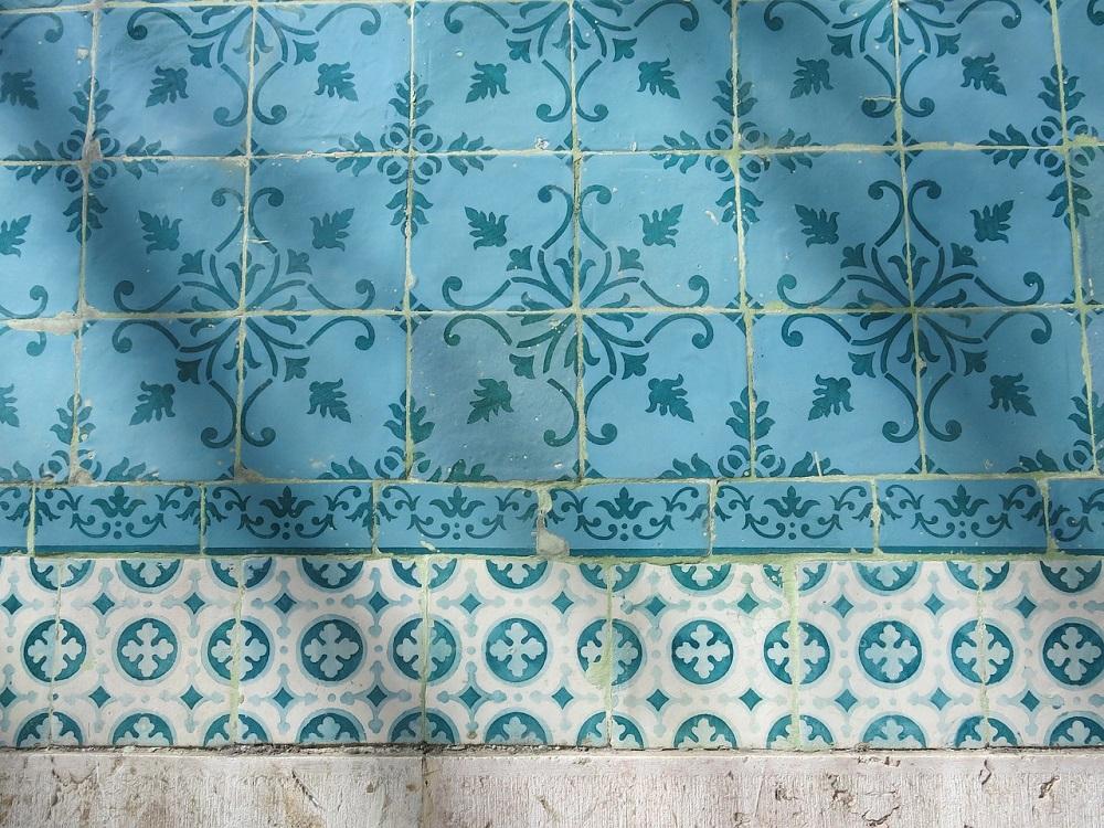 Como repaginar o ambiente cobrindo azulejos antigos?